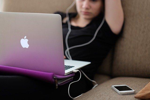 「オンライン授業」と「教科担任制」今進めるべきはどっち?